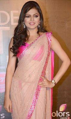 Drashti in an elegant saree for Awards Ceremony  #Bollywood #IndianBride #Saree #Pink #HotPink #Sequins
