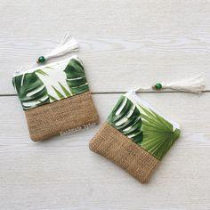 Sewing Projects, Sewing Crafts, Bag Display, Diy Handbag, Jute Bags, Fabric Bags, Zipper Bags, Small Bags, Card Wallet