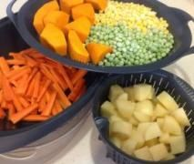 Thermomix Recipe Community- Mash potato and steamed veg by Kate Monger - Recipe of category Side dishes Mashed Potatoes, Healthy Steak Recipes, Cooking Recipes, Wrap Recipes, Vegetable Recipes, Cheddarwurst Recipe, Spagetti Recipe, Szechuan Recipes, Kitchen