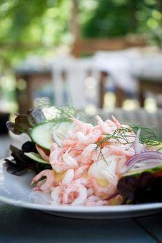 Räkmacka (open faced Swedish shrimp sandwich)