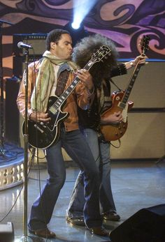 LENO Lenny Kravitz Air Date Episode 3162 Pictured Musical guest Lenny Kravitz performs on November 15 2004 Photo by Paul Drinkwater/NBCU Photo Bank