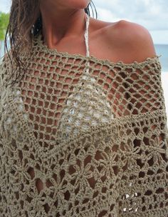 Crochet poncho by Mango. No pattern . pinned for inspiration. un detalle mas cerca Gilet Crochet, Crochet Poncho Patterns, Crochet Shawls And Wraps, Crochet Jacket, Crochet Blouse, Crochet Scarves, Crochet Clothes, Knit Crochet, Crochet Woman