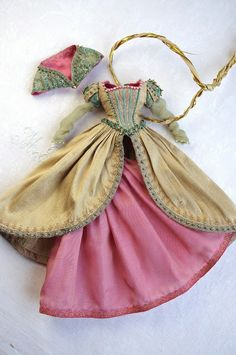 Stunning details and awesome fabric and color choices.  This is just one of many such awesome Blythe dresses. I would love to see them in real life. By kikihalb.