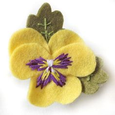 Pansy Brooches, Hand Embroidered Felt Pansy Brooch Available in Purple, White, Y… - DIY Blumen Felt Diy, Felt Crafts, Felt Flowers, Fabric Flowers, Floral Flowers, Purple Flowers, Pink Purple, Felt Embroidery, Felt Decorations