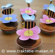 How to Make Cupcake Topper Garden Enchanted - Inspire Your Party ® Beehive Cupcakes, Flower Cupcakes, Bee Cupcakes, Garden Birthday, Birthday Diy, Party Treats, Party Favors, Kids Birthday Treats, Bee On Flower