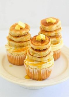 Pancakes and cupcakes - together at last! (Maple pecan cupcakes with tiny buttermilk pancakes from The Moonblush Baker) Maple Cupcakes, Pancake Cupcakes, Yummy Cupcakes, Mini Pancakes, Breakfast Cupcakes, Pancake Stack, Pretty Cupcakes, Birthday Breakfast, Fluffy Pancakes