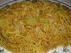 Chinese Fried Noodles These Chinese Fried Noodles are awsome! Kids love it, and it is quick, cheap, and super easy to make! So yummy I could eat them everyday :) - Chinese Fried Noodles Recipe Chinese Fried Noodles Recipe, Recipes With Chinese Noodles, Pasta Dishes, Food Dishes, Comida Filipina, Asian Recipes, Healthy Recipes, Chinese Recipes, Chinese Desserts
