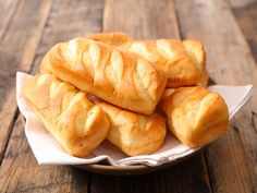 Pains au lait au Cookeo - The Best Healthy Dog Recipes Homemade Pizza Rolls, Venezuelan Food, Venezuelan Recipes, Baguette, Vegetable Drinks, Dog Recipes, Healthy Eating Tips, Recipe Images, Sweet Bread
