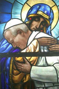 Oren por mi hijo el Papa, lleva en sus hombros la Iglesia del mundo y toda la humanidad.