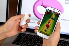 Incentivado por um grave problema urinário da esposa, o físico e designer de videogame Tom Chen criou um aparelho que fortalece os músculos vaginais enquanto uma mulher joga videogame. Mais do que apenas diversão, o jogo é um aliado à saúde feminina.