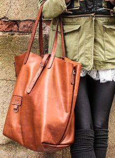 SO HOT Cognac tote...