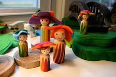 Pink and Green Mama: * DIY Spring Peg Dolls