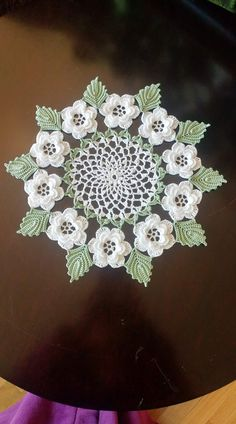 Lace Doilies, Crochet Doilies, Crochet Lace, Concrete Leaves, Diy Projects To Try, Handicraft, Cabinets, Shabby Chic, Facts
