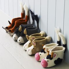 Children's Felt Animal Slippers - View All Kids - Kids Wet Felting, Needle Felting, Felt Shoes, Little Critter, Felt Animals, Baby Booties, Felt Booties, Kind Mode, Felt Crafts