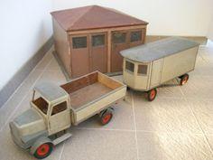 riesige LKW mit Anhänger und Garage auf Märklin Fahrgestell sehr alt Holz Metall