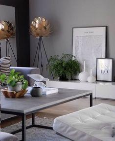 Wie schön ist dieses Wohnzimmer! Vita Silvia Lampenschirm und Boden Stativ stehen ... #boden #dieses #lampenschirm #schon #silvia #stativ #wohnzimmer