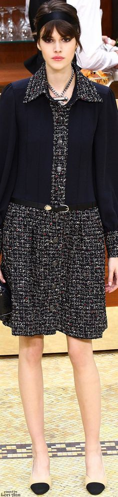 Fall 2015 Ready-to-Wear Chanel Fashion Moda, Love Fashion, High Fashion, Fashion Show, Autumn Fashion, Womens Fashion, Fashion Design, Fashion Trends, Chanel 2015