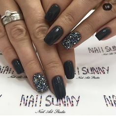 Stunning colours of manicure value a do that winter – Nails art Toe Nail Color, Nail Color Trends, Nail Colors, New Year's Nails, Toe Nails, Nails For New Years, Fancy Nails, Pretty Nails, Black Nails