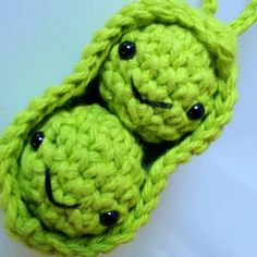 After feeling comfortable with making a passable amigurumi ball, which is the basis of most amigurumi creations, I moved onto a two ball pie. Crochet Cross, Knit Or Crochet, Knitting Patterns, Sewing Patterns, Crochet Patterns, String Crafts, Crochet Food, Animal Jam, Crochet Accessories