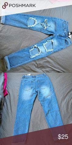 light blue boyfriend jeans Boyfriend light blue Jeans are from boohoo and are in perfect condition never been wore. Size 2 Boohoo Jeans Boyfriend