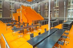 Voor het interieur voor de faculteit Bouwkunde in het voormalige hoofdgebouw van de TU Delft maakte MVRDV met Richard Hutten een ontwerp dat extra vierkante meters en een vrij indeelbare ruimte realiseert. MVRDV plaatste een oranje, houten tribune die uit de vloer op lijkt te rijzen in de nieuw gebouwde oostserre. De maatwerk werktafels van Lensvelt die ook ontworpen zijn door Hutten, hebben in het midden een goot die kan worden gebruikt voor de kabels van laptops.