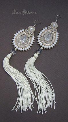2 of my favourite things: soutache + tassel! Soutache Earrings, Bead Earrings, Beaded Necklace, Bead Embroidery Jewelry, Beaded Embroidery, Handmade Beaded Jewelry, Earrings Handmade, Tutorial Soutache, Shibori