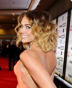 Curly corto Peinados 2014                                                                                                                                                                                 Más