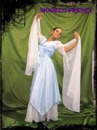No mês de novembro acontecerá a festa dos jovem na nossa igreja e eu estou buscando inspiração para o nosso vestido de coreografia Cada um... Garment Of Praise, Worship Dance, Prom Dresses, Formal Dresses, Dance Outfits, Dancer, Poses, Clothes, Tambourine