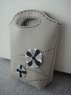 DIY Gray felt bag tutorial