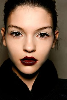 Tendencias maquillaje otono invierno 2013 labios burgundy - Zac Posen