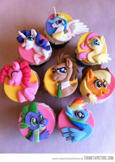 My Little Pony cupcakes… SOMEONE MAKE FOR ME!!!!