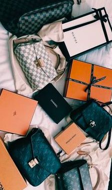 New LV Collection For Louis Vuitton Handbags,Must have it Luxury Purses, Luxury Bags, Luxury Handbags, Louis Vuitton Handbags, Purses And Handbags, Fashion Bags, Fashion Accessories, Fashion Fashion, Retro Fashion