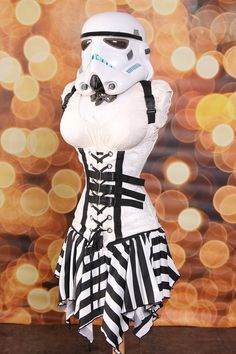 WANT!  I love Damsel In This Dress' creations!  I have a corset and a skirt from her and LOVE them.  Must have this one!