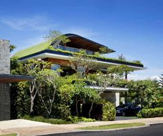 Villa Meera, Singapore Green Architecture, Sustainable Architecture, Sustainable Design, Living Roofs, Concrete Jungle, Dream House Plans, Tropical Garden, Pergola, Green Roofs