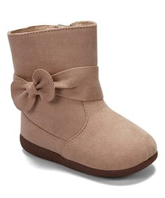 Take a look at this Itzy Bitzy Tan Leah Squeaker Boot on zulily today! Kids Outfits Girls, Girl Outfits, Squeaky Shoes, Kids Boots, Baby Steps, Pretty And Cute, Cute Baby Clothes, Bearpaw Boots, My Baby Girl