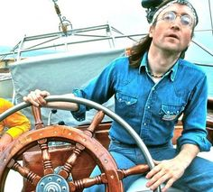 John Lennon sailing in New York Harbor, 1975 Imagine John Lennon, John Lennon Yoko Ono, John Lennon Beatles, Jhon Lennon, Great Bands, Cool Bands, Liverpool, New York Harbor, Beatles Photos