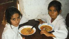 """CONSEJEROS ESCOLARES DENUNCIAN UN FEROZ RECORTE EN LOS COMEDORES DE LA PROVINCIA   """"El monto quedó desactualizado luego de la devaluación y la inflación vividas en el último semestre Consejeros escolares denunciaron que a pesar de que la demanda en los comedores escolares creció un cien por ciento en los colegios del Conurbano desde el gobierno de la Provincia de Buenos Aires redujeron los cupos un 24 por ciento. Alarmados por estas cifras y su impacto en la nutrición de los alumnos desde la…"""