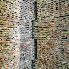 Like the wall detail Carlo Scarpa, Brick Masonry, Brick Facade, A As Architecture, Contemporary Architecture, Brick Detail, Brick Texture, Brick Patterns, Brick And Stone