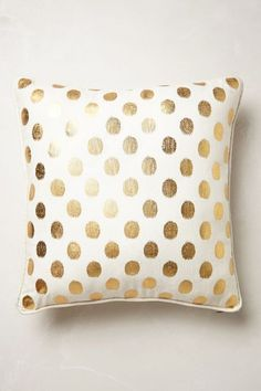 luminous dots pillow - just bought burlap w/gold dots. making pillows this week with my eldest Home Design, Design Design, Interior Design, Decor Pillows, Throw Pillows, Couch Pillows, Accent Pillows, Gold Polka Dots, My New Room
