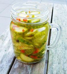 Zoetzure komkommers met rode peper – RECEPT Lemon Recipes, Summer Recipes, Great Recipes, Healthy Recipes, I Love Food, Good Food, Yummy Food, Pickels, Homemade Pickles