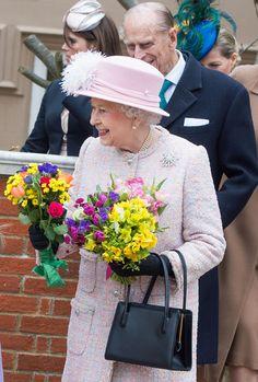 La originalidad y colorido de las damas de la Familia Real inglesa en WindsorUn año más, la reina Isabel II y su marido, el Duque de Edimburgo, presidieron la tradicional misa de Pascua acompañados de las princesas Beatriz y Eugenia que acudieron con su padre, el príncipe Andrés, además de los condes de Wessex y la pequeña Lady Louise