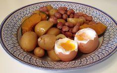 Per una #sana #alimentazione sempre meglio scegliere #cibi di stagione e di produzione vicino a casa: patate dell'orto, uova e olio del contadino, fagioli.  Tutto al vapore  #CARBOIDRATI: 115 g #PROTEINE: 30 g #GRASSI: 20 g  #PersonalTrainer Bologna #fitness #wellness #sport #benessere #dimagrimento #tonificazione #cellulite  Google+: https://plus.google.com/u/0/+StefanoMoscaPersonalTrainer/posts