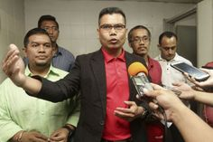 File photo of Datuk Jamal Md Yunos speaking to the media at the Umno building in Shah Alam, October 5, 2016. ― Picture by Yusof Mat Isa