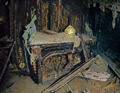 National Geographic photo gallery from the Titanic. Sailing in Luxury A gilded clock rests intact on an electric fireplace in the eleg. Rms Titanic, Titanic Wreck, Titanic Photos, Titanic Sinking, Titanic History, Titanic Movie, Ancient History, Titanic Boat, Titanic Underwater