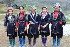 H'mong in Vietnam | concentrate in the high mountain | They have several local subgroups : White Hmong , Flower Hmong , Red Hmong, Black Hmong and Blue Hmong | In the picture are Black Hmong women in Sapa