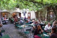 Restaurant Bar, Beautiful Buildings, Beautiful Places, Outdoor Tables, Outdoor Decor, Lokal, Wedding Decorations, Table Decorations, Vienna Austria