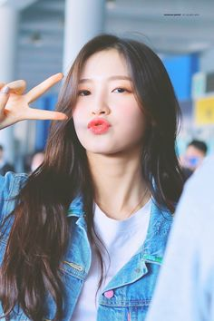 oh my girl Ulzzang Fashion, Kpop Fashion, Ulzzang Girl, Ulzzang Style, Cute Asian Girls, Beautiful Asian Girls, Mon Cheri, South Korean Girls, Korean Girl Groups
