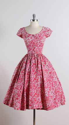 JERRY GILDEN ➳ vintage 1950s dress * pink floral print cotton * pink button bodice * metal side zipper * full skirt * by Jerry Gilden condition | great -
