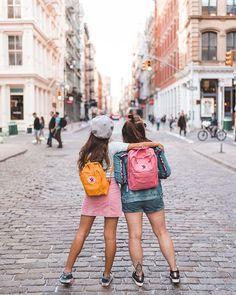 SoHo é realmente um lugar em NY para visitar mais de uma vez. Inaugurando nossas mochilas do momento: Fjarellraven Kanken. Instagram: @Viihrocha #fjarellravenkanken #fashion Selfie Foto, Sister Pictures, Bags For Teens, New York Photos, Photography Pics, Best Friends Forever, Friend Pictures, Bffs, Photoshoot