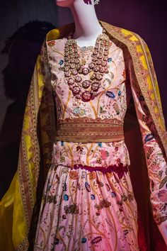 Anamika Khanna Couture17 - HeadTilt